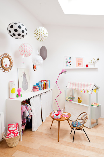 {Toy storage} Dressing up clothes rack