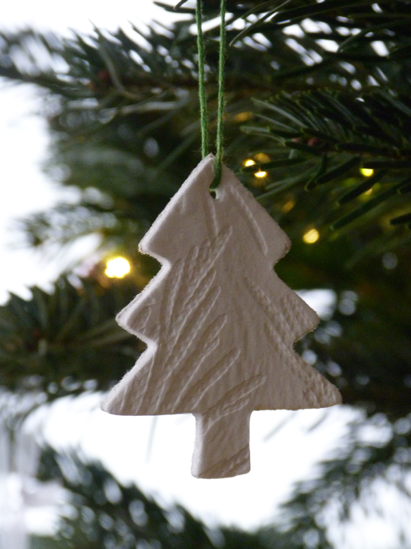 {Make it} Leaf-embossed air-drying clay tree decorations ...