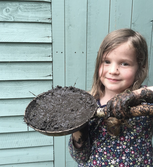 Our mud kitchen: why mud and kids is a winning combo