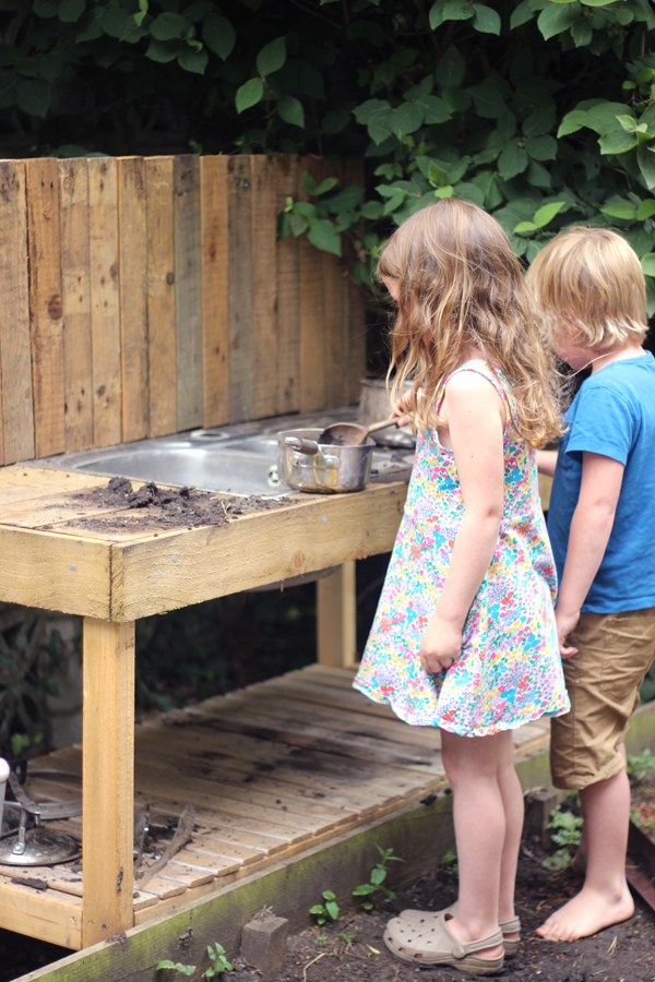 The mud kitchen - a celebration of all things muddy | Growing Spaces