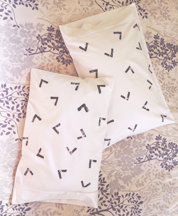 The best of black and white DIY pillowcases | Growing Spaces (image via heidiandcoco)