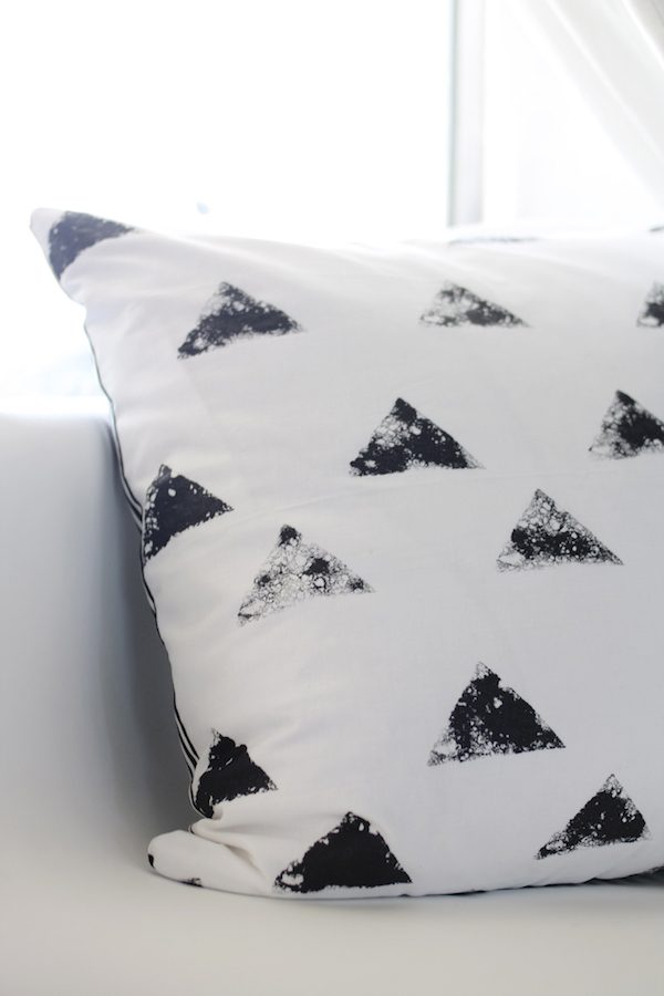 Black and white pillowcase craft inspiration | Growing Spaces (image via hello lidy)