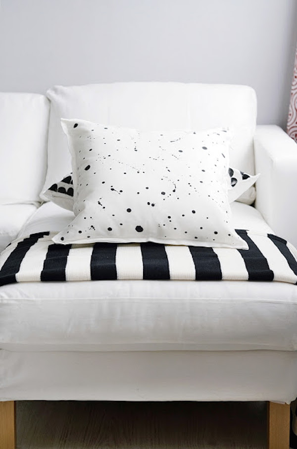 My favourite DIY black and white pillowcases   Growing Spaces (image via Sinnen Rausch)