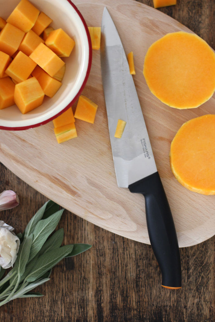 Warming butternut squash soup with Fiskars Functional Form